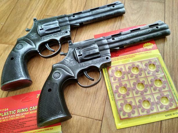 Два Револьвера Кольт Питон с пистонами. Пластик стилизован под метал.