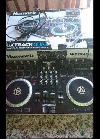 Controladora Mixtrack Quad 4-channels
