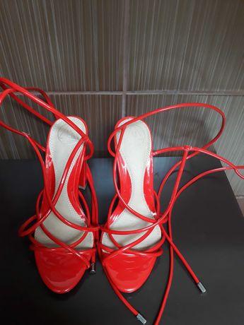 Czerwone sandałki r. 37