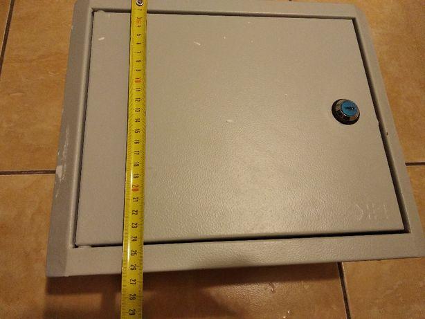 Щит навесной металлический электрический IEK ЩРн-9з-1 36 УХЛ3 IP31
