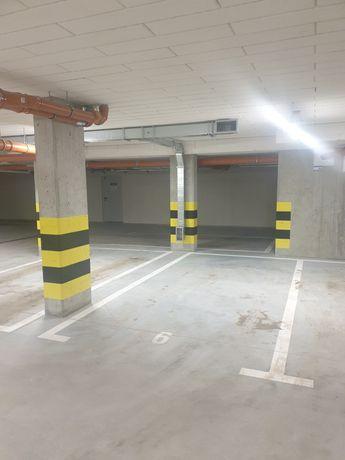 Garaż / stanowisko postojowe - ul. Bąkowa 10