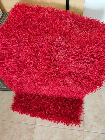 Trio de tapetes vermelhos