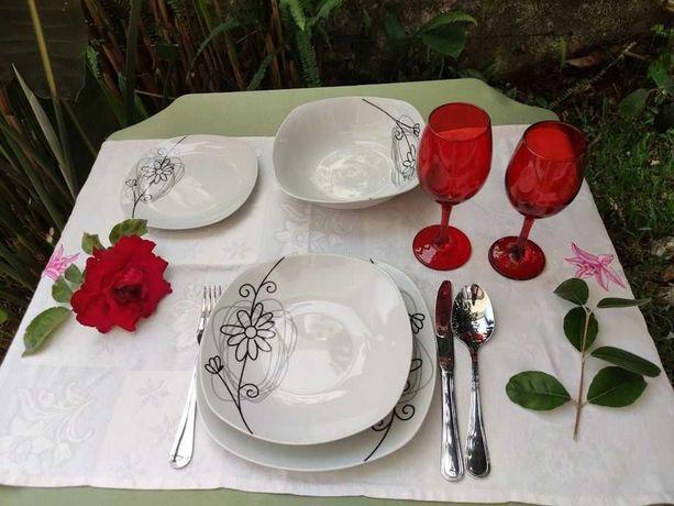 OPORTUNIDADE-Serviço de jantar 19 pçs + 6 copos com pé vermelhos