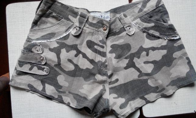 Стильные подростковые шорты на девочку.