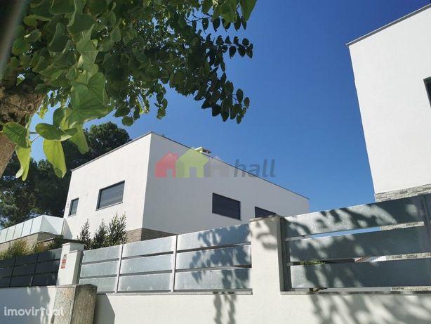 Moradia T6 com piscina e garagem em fase de Construção, Azeitão