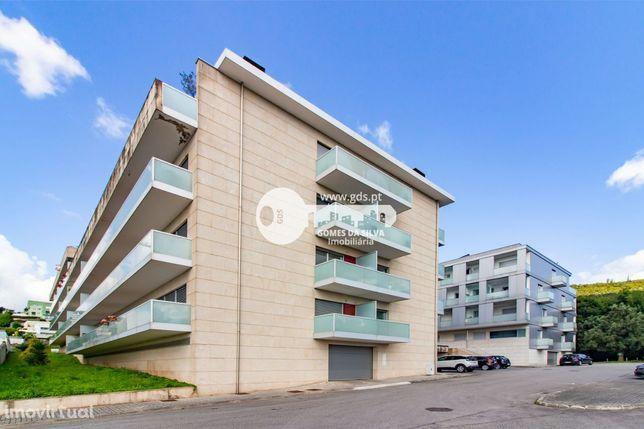 Apartamento T3 Duplex c/ terraço em Lamaçães
