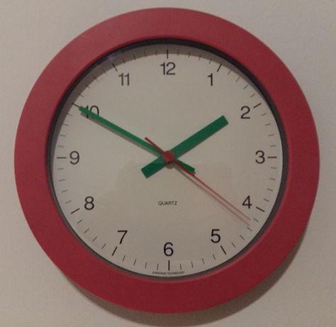 Zegar ścienny na baterię.