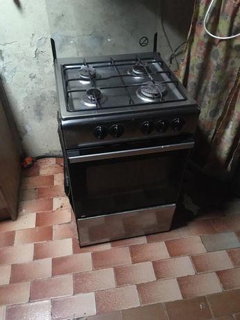 Fogão 4 bocas e forno