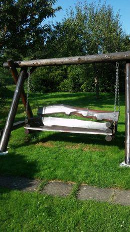 huśtawka ogrodowa drewniana z grubych bali duża