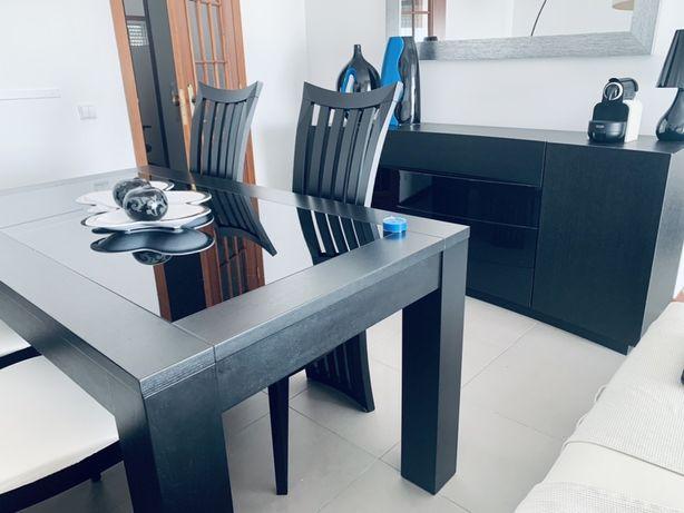 Conjunto sala de jantar em Wengue (La Sénia)