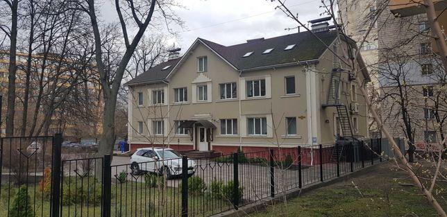 Ул.Борщаговская. Фасадное отдельно стоящее здание.1100 м.