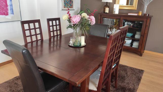 Mesa de sala e cadeiras