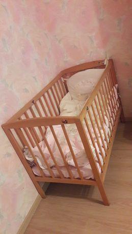 Кровать детская, матрац, постельные принадлежности