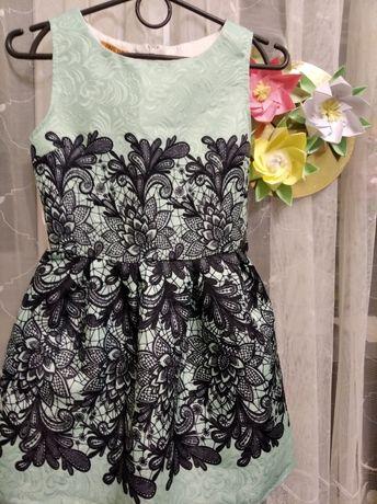 Платье нарядное на девочку 5-6 лет  на праздник, на выпуск