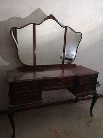 Mobiliário antigo de quarto