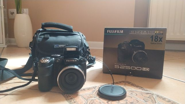 Aparat Fujifilm FinePix S2500HD + Pokrowiec