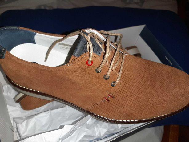 Sapato castanhos