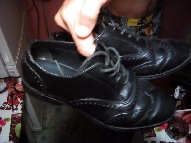 Туфли фирмы Clarks на мальчика