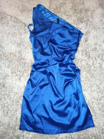Niebieska satynowa sukienka