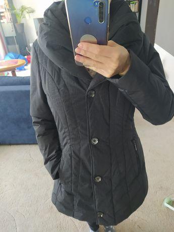 Czarna zimowa kurtka C&A, rozmiar 38