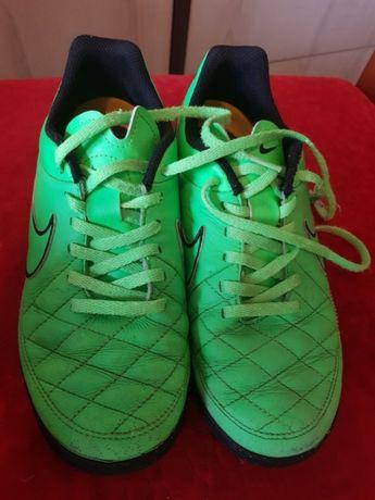 Nike 36 23cm korki