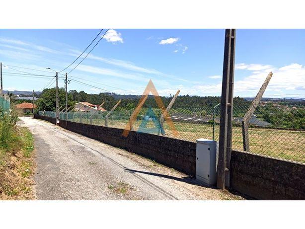 Para construção de duas casas térreas ou 4 em banda