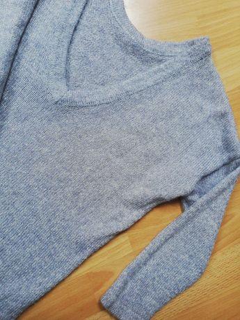 Szaro-srebrny sweterek z wycieciem na plecach Mohito xs