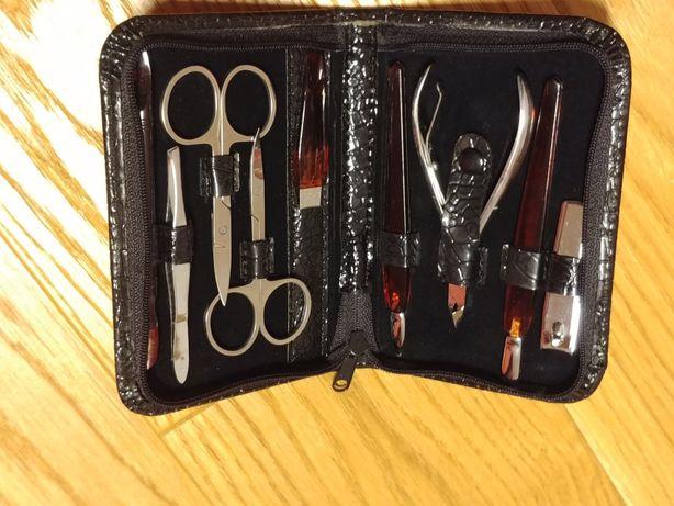 Zestaw do manicure 9 elementów, czarne błyszczące etui