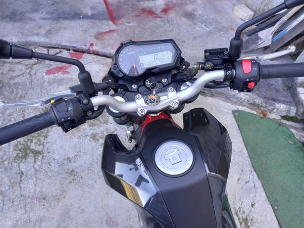 Moto Benelli TNT 125