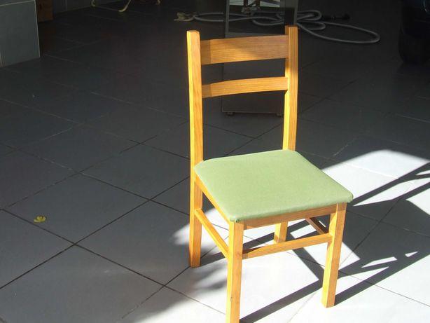 Cadeira em pinho mel