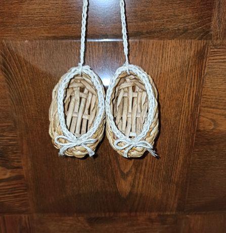 Лапти плетеные из бумажной лозы. Оберег
