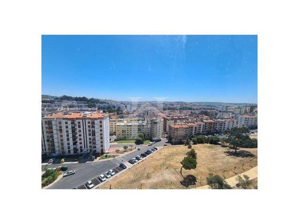 Apartamento T3 em Monte Abraão