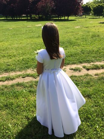 Śliczna dziewczęca sukienka komunijna i dodatki