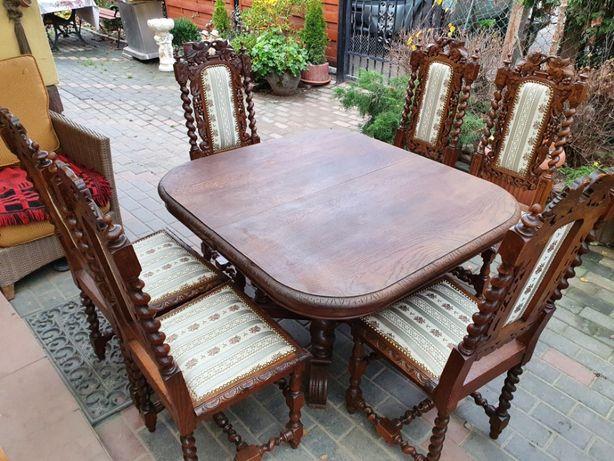 Zabytkowy stół z krzesłami