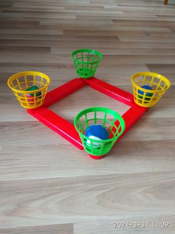 Koszyki i piłeczki - gra zręcznościowa  - wszystko po 5 zł.