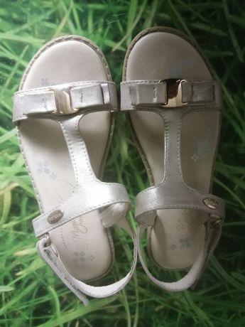 Sandały dla dizewczynki  r. 32