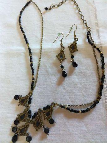 Conjunto colar e brincos Pedra Dura preto e Dourado