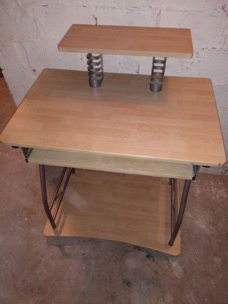 Małe biurko na kółkach