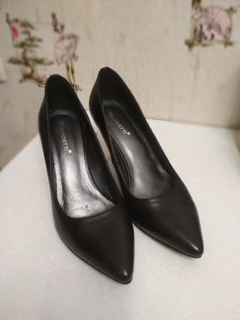 Кожаные лодочки туфли на шпильке