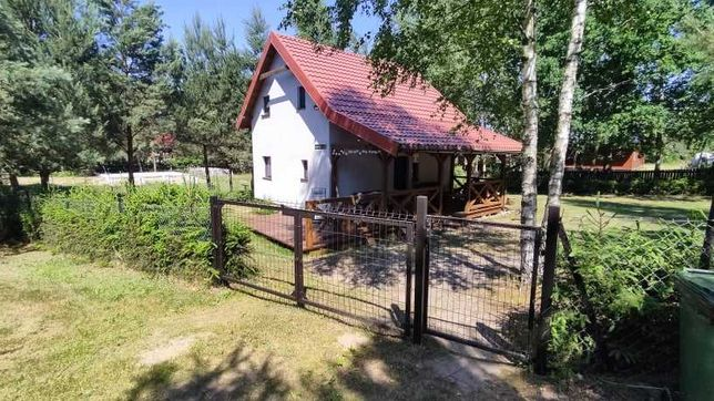 Domek nad jeziorem Narie.