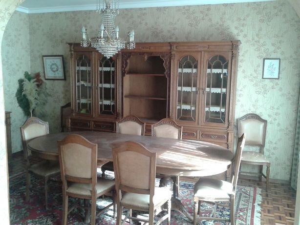 Sala de jantar toda em madeira de nogueira maciça