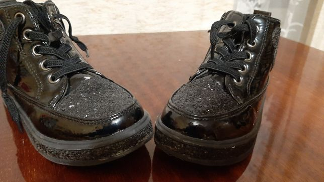 Ботинки для девочки 26р.