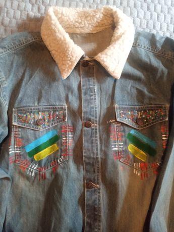 Продам джинсовый пиджак.