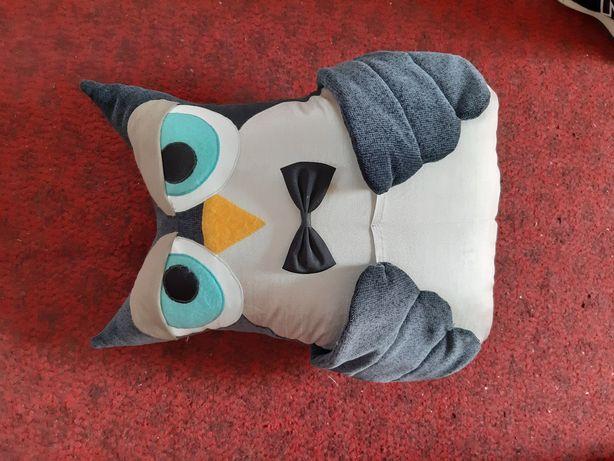Подушка в авто, на диван
