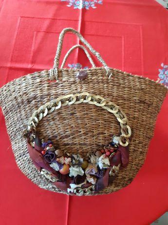 Mala cesta de palha de Fabrico artesanal  com frutos e flores
