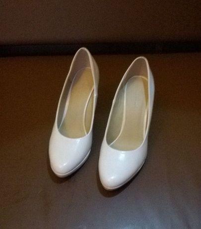 buty czółenka, szpilki białe, ślub, wesele, idealne