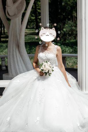 Свадебное платье, 44-46 размер. 10000. Фата в подарок