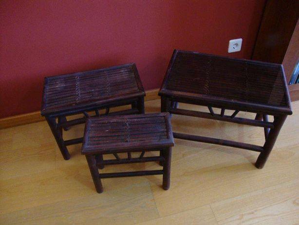 Conjunto de 3 mesinhas em madeira encaixáveis