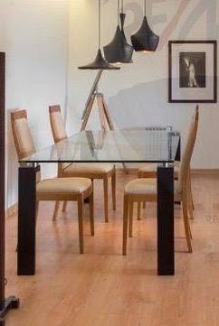 Mesa de sala de jantar em vidro