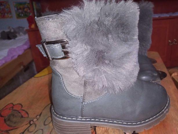 Buty zimowe dla bliźniaczek